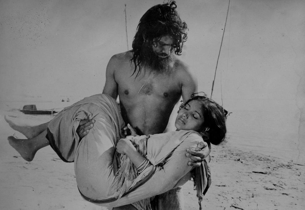 Titash Ekti Nodir nam Film still